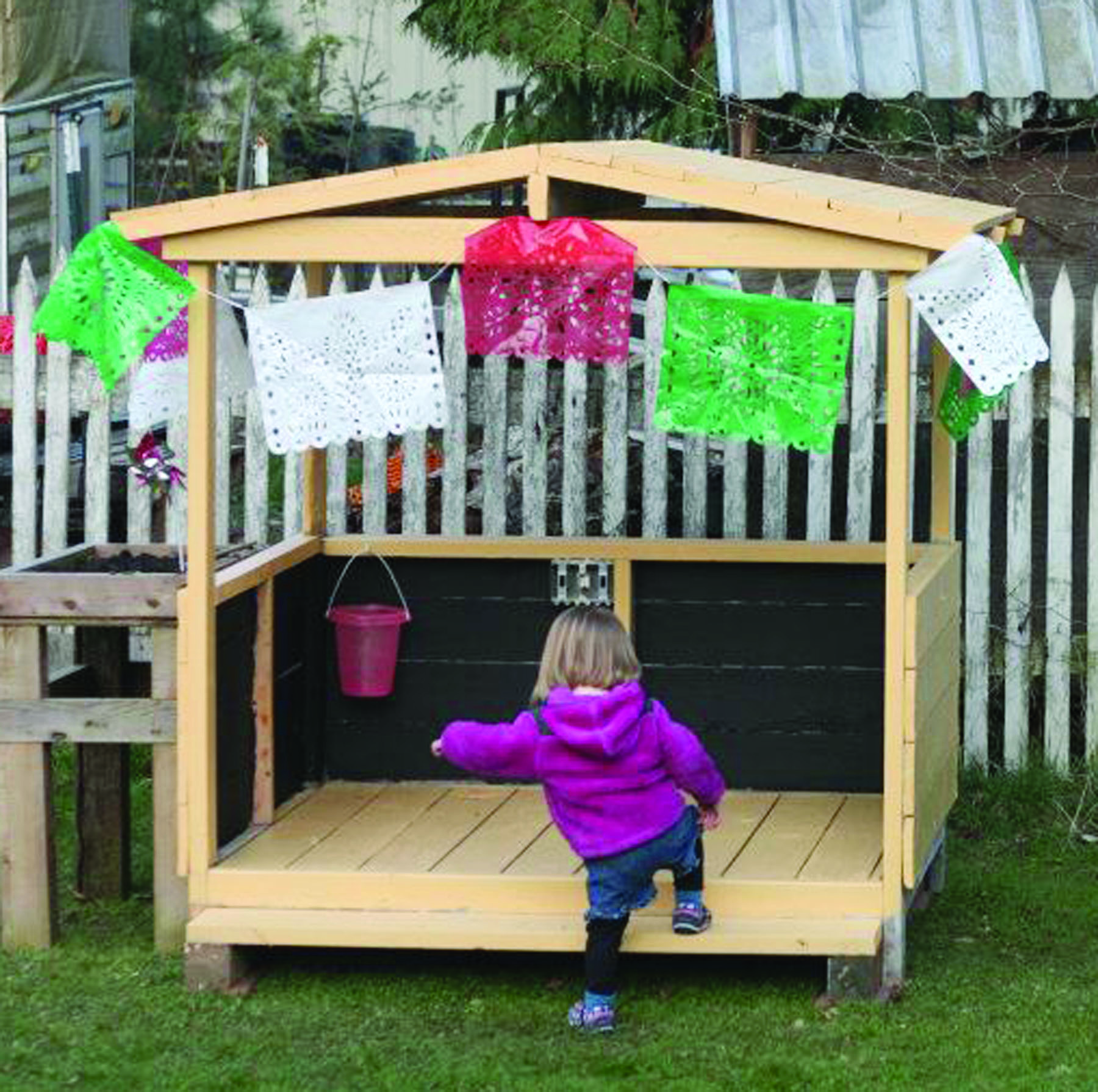 http://www.grownorthwest.com/wp-content/uploads/2012/06/pallet-playhouse.jpg